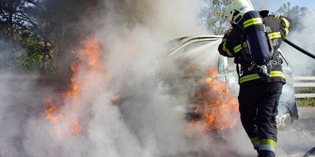 Wieder Mercedes auf A2 ausgebrannt