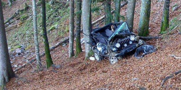 Jeep stürzt von Forststraße: Ein Schwerverletzter
