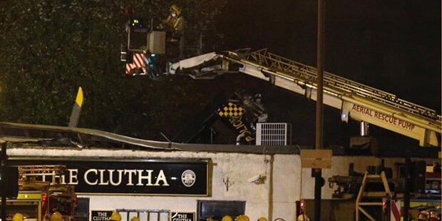 Polizei-Heli stürzt auf Pub: Mindestens 8 Tote