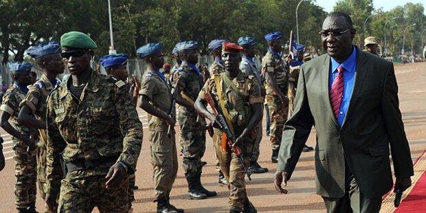 Frankreich stockt Truppen in Zentralafrika auf