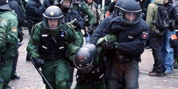 Drei Polizisten bei neuen Krawallen verletzt