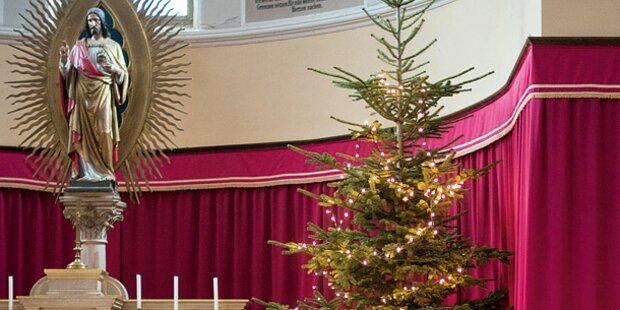 Pfarrer (76) stürzt in Kirche vom Christbaum