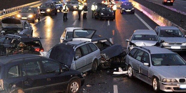 50 Autos krachten bei Stuttgart ineinander