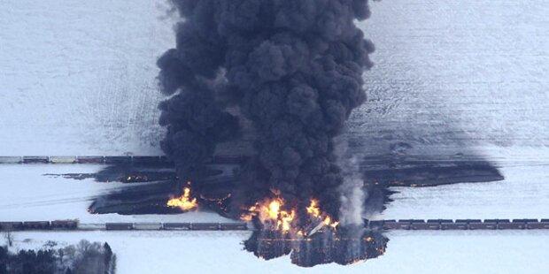 Züge rasten ineinander: Ort evakuiert
