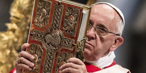 Papst Franziskus feiert Pfingstmesse