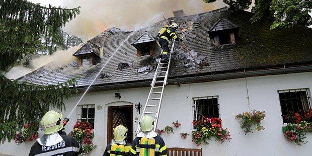Brand zerstört historisches Wohnhaus