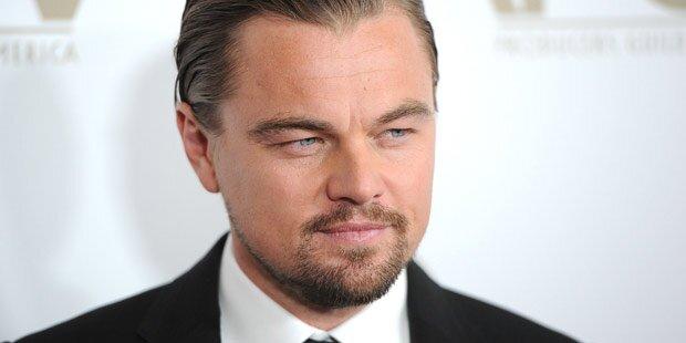 Leo: Strand-Party mit Models