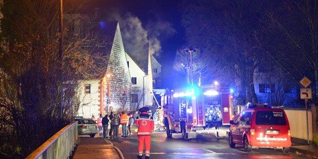Brand-Anschläge auf Flüchtlingsquartiere