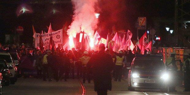 200 Demonstranten blockierten Ballsaal