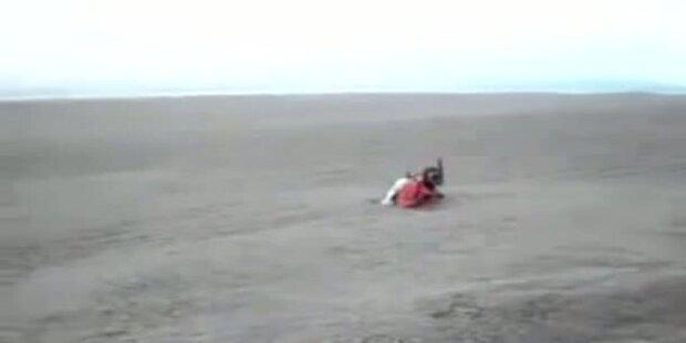 See aus Asche durch Vulkanausbruch