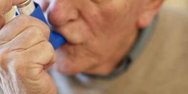 Asthma Spray alter Mann