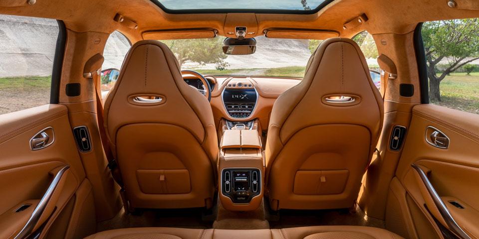 Aston_Martin_DBX_cockpit.jpg