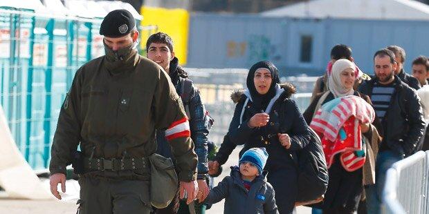 Deutsche schickten fast 12.000 Flüchtlinge zu uns