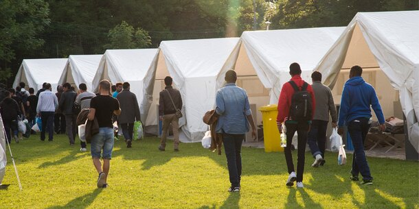 Asyl-Streit: Ministerium stellt weitere Zelte auf