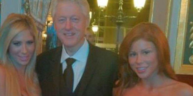 Bill Clinton posiert mit Porno-Stars
