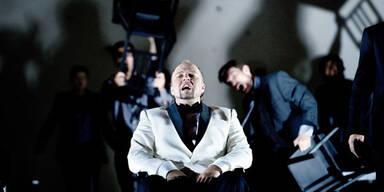 """Mit der Klobürste gegen Rom: Verdis """"Attila"""" in Konwitschny-Regie"""
