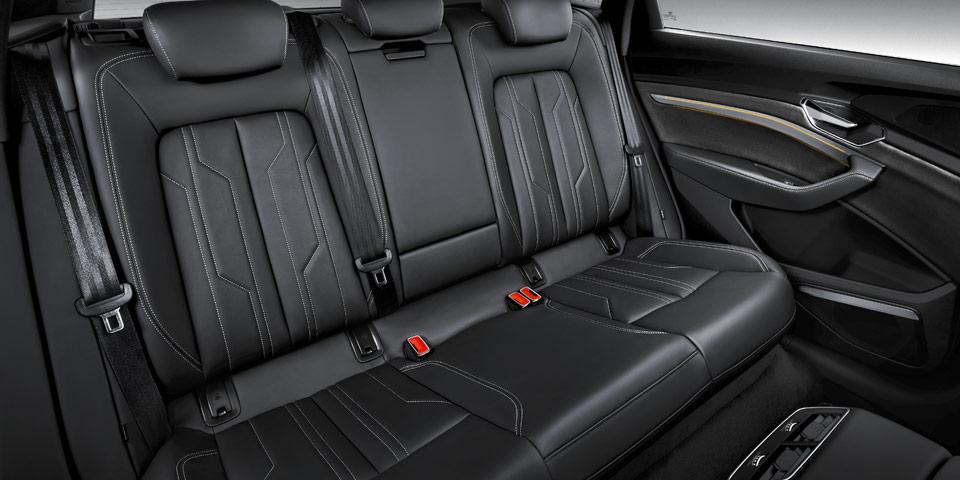 Audi-e-tron-960-off1.jpg