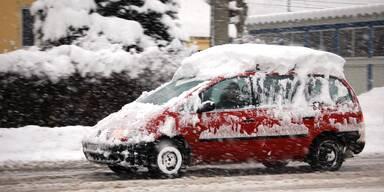 Eis und Schnee am Autodach