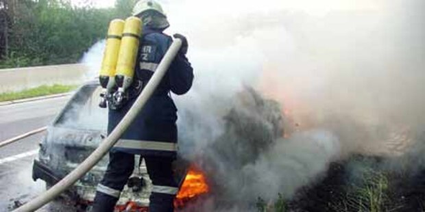 Feuerteufel fackelte zwei Autos ab
