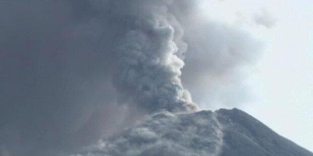 Vulkan Tungurahua spuckt Asche