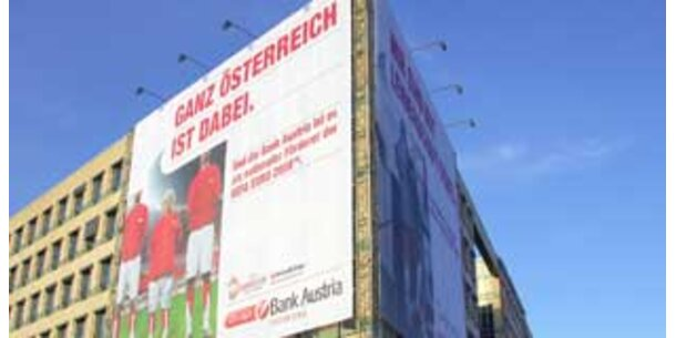 Bank Austria hüllt sich in Werbenetz