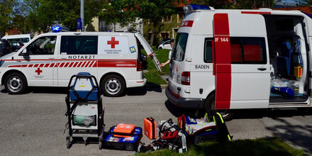 Bub (8) in Baden von VW Bus erfasst & schwer verletzt