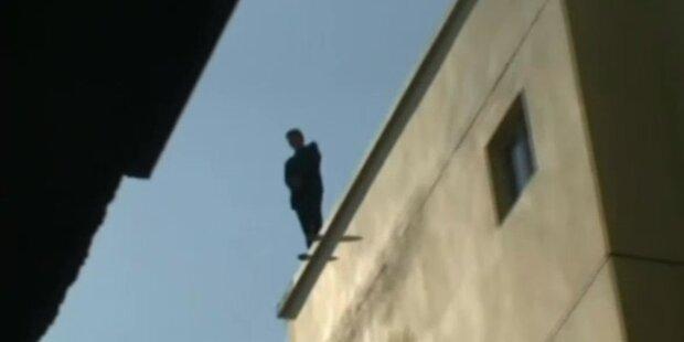 Selbstmörderin fällt aus 6. Stock auf Retter