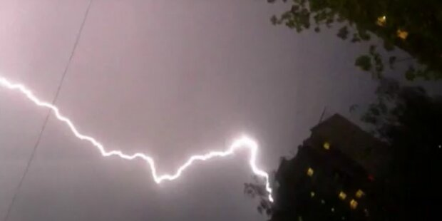 Hefitges Blitzgewitter zieht über Moskau