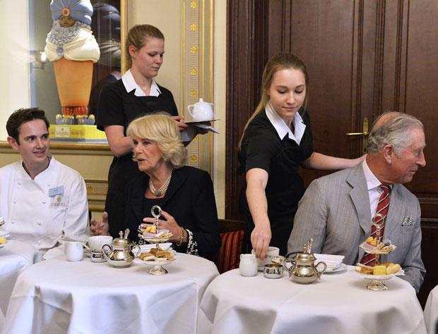 Prinz Charles & Camilla beim Demel