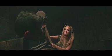 Kim Debkowski schlägt auf Rapper ein