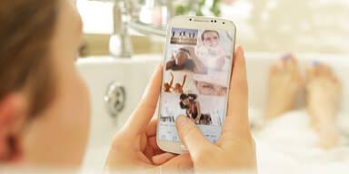 Junger Frau fällt Handy in die  Badewanne - tot