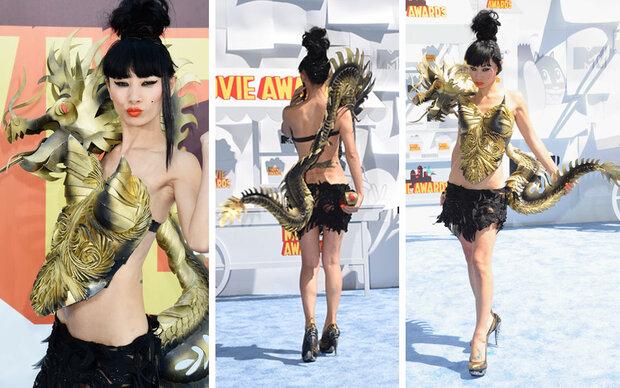 Bai Ling schockt mit Drachen-Horror-Outfit