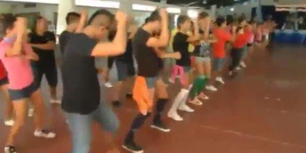 Gefängnisinsassen tanzen Gangnam Style