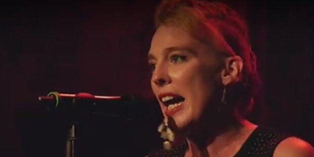 Chansonsängerin (35) stirbt während Konzerts