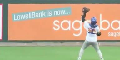 Mann fängt Baseball aus 366 Meter Höhe