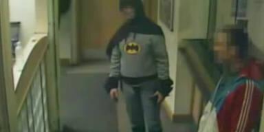 """""""Batman"""" nimmt Verbrecher fest"""