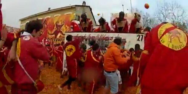 Wilde Orangenschlacht in Ivera, Norditalien