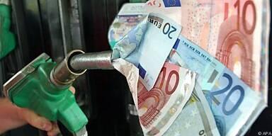 Benzin um 17, Diesel um 27 Cent billiger