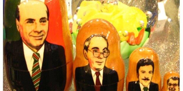 Berlusconi kommt als Matrjoschka-Puppe