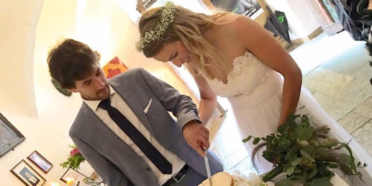 Schild-Schwester heiratet Trainer