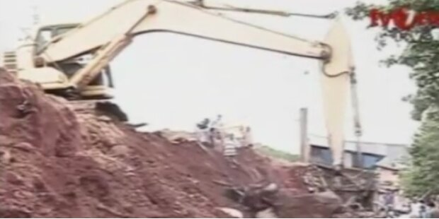 Einstürzende Beton- Wand tötet 4 Menschen