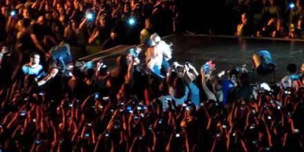 Fan zerrt Beyonce von der Bühne