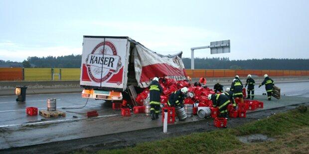 Scherbenhaufen nach Unfall auf der A1