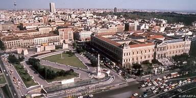 Blick über die Plaza de Colón in Madrid