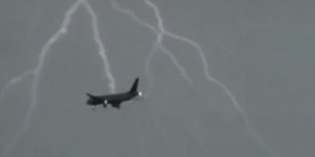 Schock: Blitz schlug in Jumbo-Jet ein