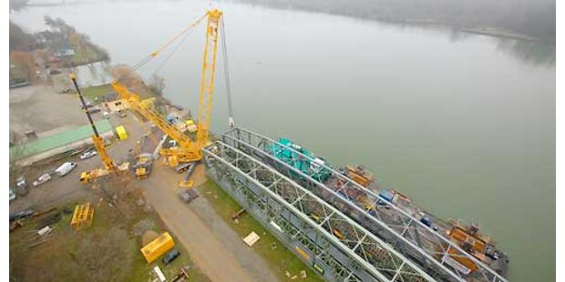 1.500 Tonnen-Brücke eingesetzt