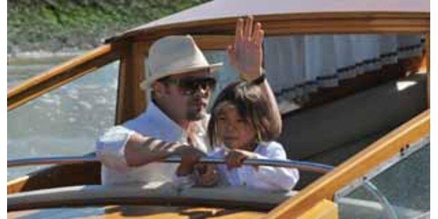 Brad Pitt ist mit Pax & Maddox in Venedig