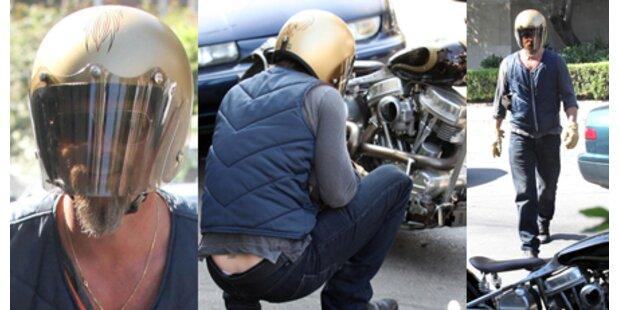 Pitt überstand Motorradunfall unverletzt