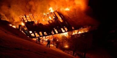 Feuerinferno zerstört Tiroler Bauernhof