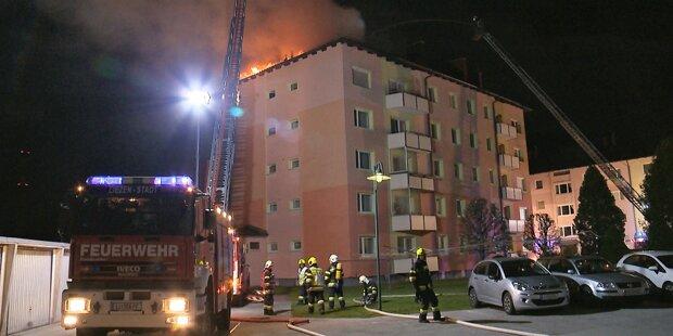 Bewohner bei Brand in Mehrparteienhaus verletzt